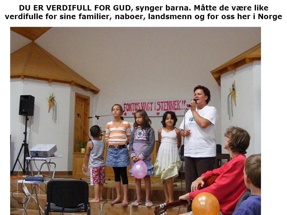 DU ER VERDIFULL FOR GUD, synger barna. Måtte de være like verdifulle for sine familier, naboer, landsmenn og for oss her i Norge