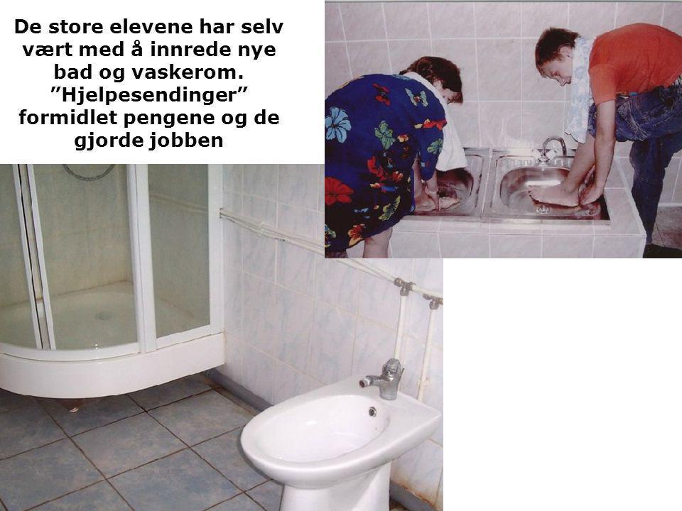 De store elevene har selv vært med å innrede nye bad og vaskerom.