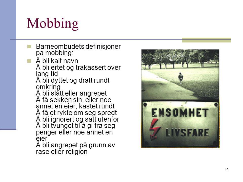 41 Mobbing Barneombudets definisjoner på mobbing: Å bli kalt navn Å bli ertet og trakassert over lang tid Å bli dyttet og dratt rundt omkring Å bli sl