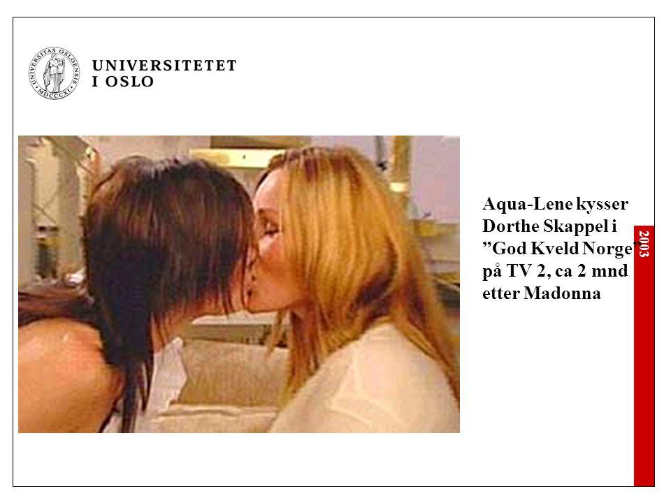 """2003 Aqua-Lene kysser Dorthe Skappel i """"God Kveld Norge"""" på TV 2, ca 2 mnd etter Madonna"""