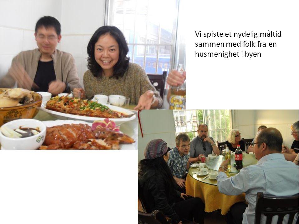 Vi spiste et nydelig måltid sammen med folk fra en husmenighet i byen