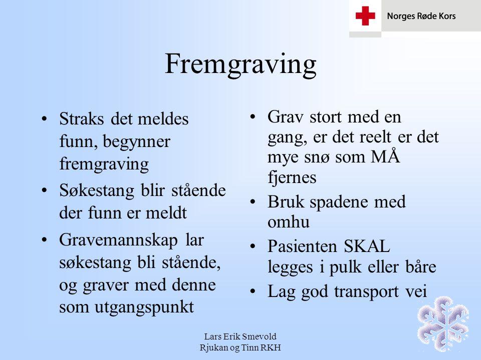Lars Erik Smevold Rjukan og Tinn RKH Fremgraving Førstehjelpere gjør seg klare med pulk, tepper, bobleplast etc Kontakt med pasient, raskt og forsiktig fremgraving av hodet Få vekk snøtrykket fra brystet