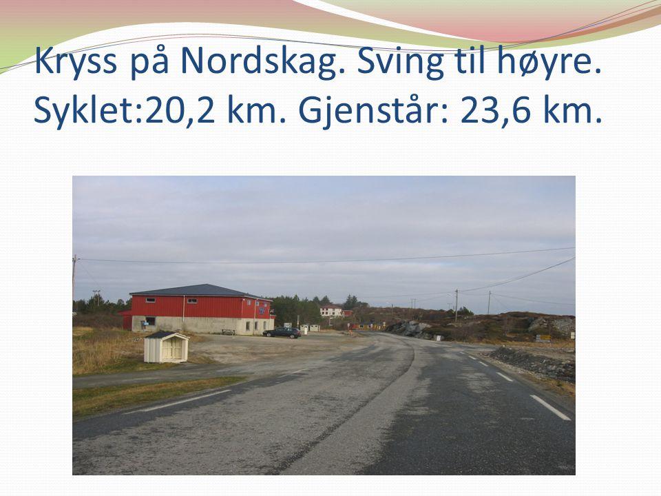 Kryss på Nordskag. Sving til høyre. Syklet:20,2 km. Gjenstår: 23,6 km.