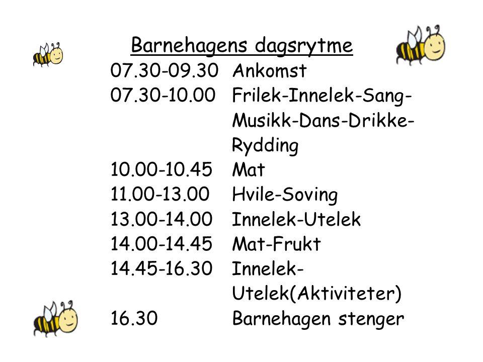 Barnehagens dagsrytme 07.30-09.30Ankomst 07.30-10.00Frilek-Innelek-Sang- Musikk-Dans-Drikke- Rydding 10.00-10.45Mat 11.00-13.00Hvile-Soving 13.00-14.0
