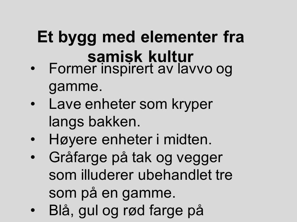 Et bygg med elementer fra samisk kultur Former inspirert av lavvo og gamme. Lave enheter som kryper langs bakken. Høyere enheter i midten. Gråfarge på