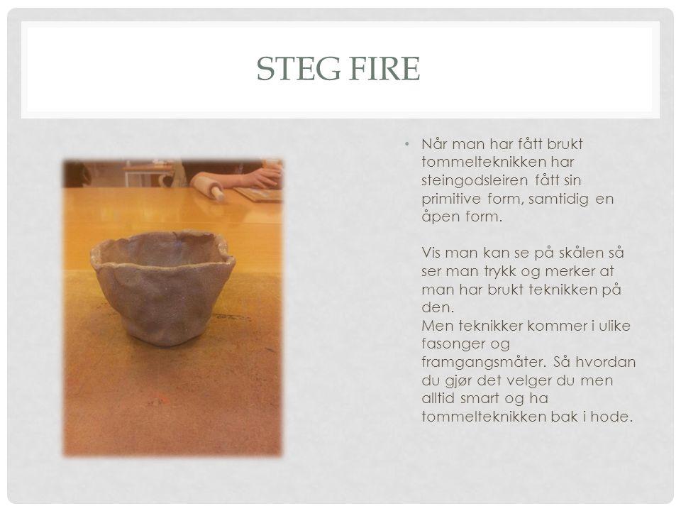 STEG FIRE Når man har fått brukt tommelteknikken har steingodsleiren fått sin primitive form, samtidig en åpen form.