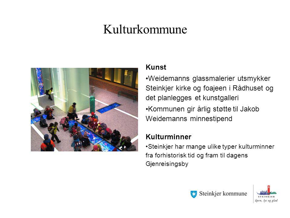 Kulturkommune Kunst Weidemanns glassmalerier utsmykker Steinkjer kirke og foajeen i Rådhuset og det planlegges et kunstgalleri Kommunen gir årlig støt