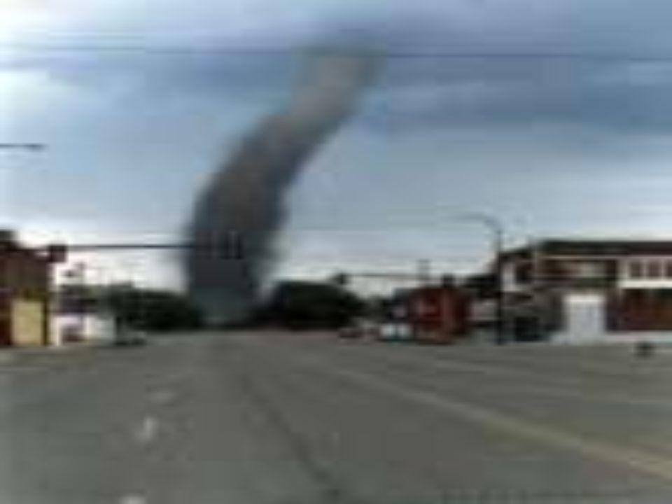 fakta Tornadoer dannes av mange forskjellige typer værmønster.