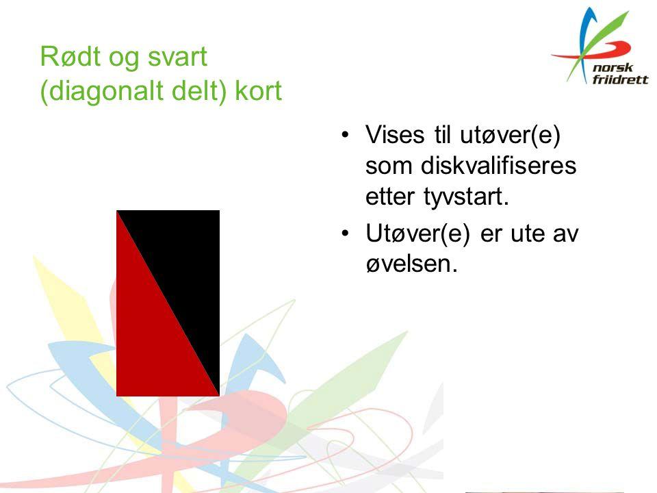 Rødt og svart (diagonalt delt) kort Vises til utøver(e) som diskvalifiseres etter tyvstart.