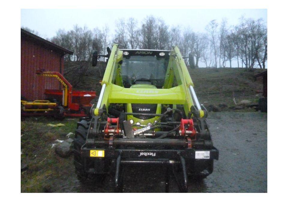 Traktor (Massey Ferguson) Fent Ca 9 år gammel.Laget av stål, plast og gummi.