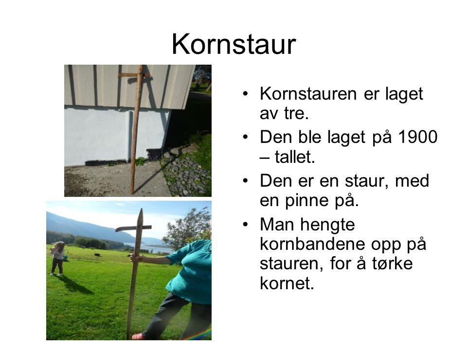 Kornstaur Kornstauren er laget av tre.Den ble laget på 1900 – tallet.