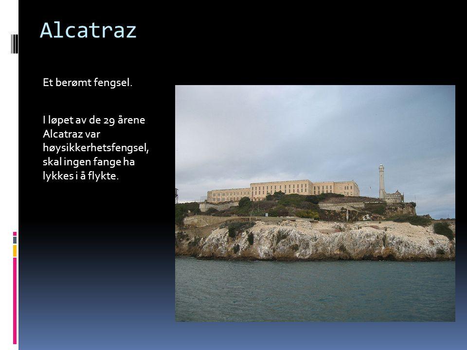 Alcatraz Et berømt fengsel. I løpet av de 29 årene Alcatraz var høysikkerhetsfengsel, skal ingen fange ha lykkes i å flykte.