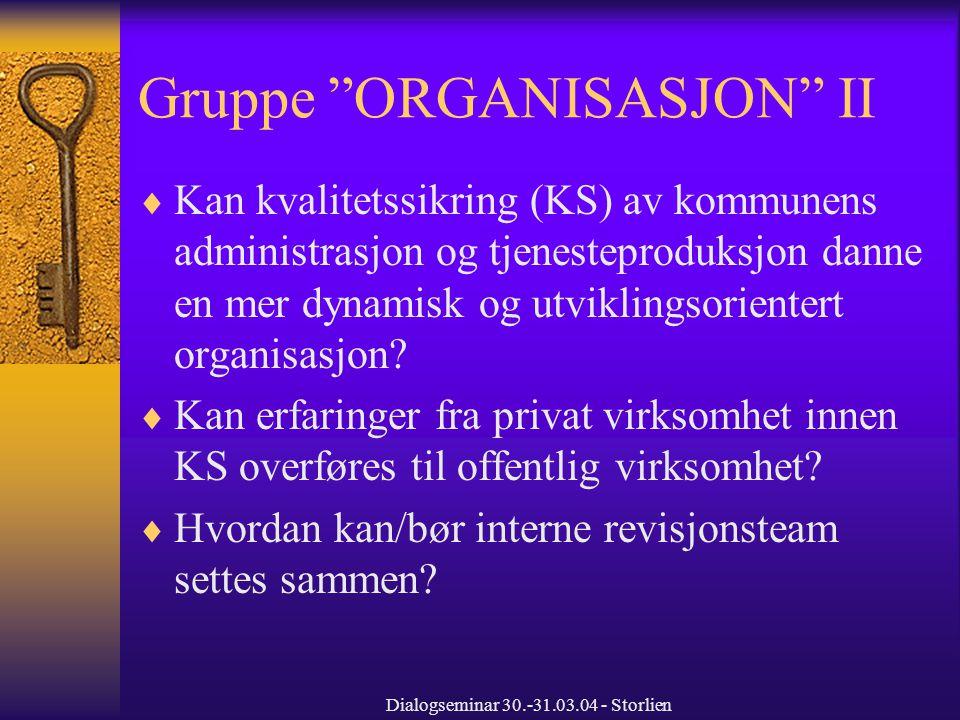 Dialogseminar 30.-31.03.04 - Storlien Gruppe ORGANISASJON III  Er det vanskelig å oppnå ønsket lojalitet fra administrasjonen mot politisk nivå ved vår flate og fragmenterte organisasjon.