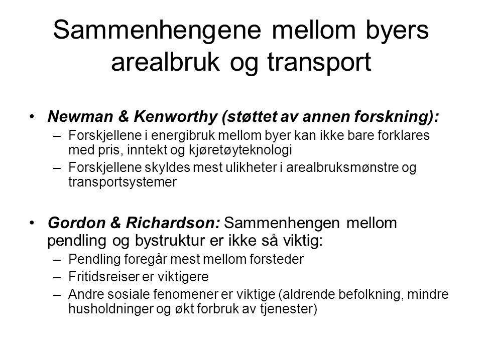 Sammenhengene mellom byers arealbruk og transport Newman & Kenworthy (støttet av annen forskning): –Forskjellene i energibruk mellom byer kan ikke bare forklares med pris, inntekt og kjøretøyteknologi –Forskjellene skyldes mest ulikheter i arealbruksmønstre og transportsystemer Gordon & Richardson: Sammenhengen mellom pendling og bystruktur er ikke så viktig: –Pendling foregår mest mellom forsteder –Fritidsreiser er viktigere –Andre sosiale fenomener er viktige (aldrende befolkning, mindre husholdninger og økt forbruk av tjenester)