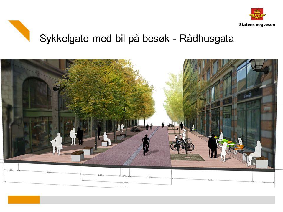 Sykkelgate med bil på besøk - Rådhusgata