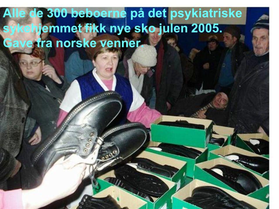 Alle de 300 beboerne på det psykiatriske sykehjemmet fikk nye sko julen 2005.
