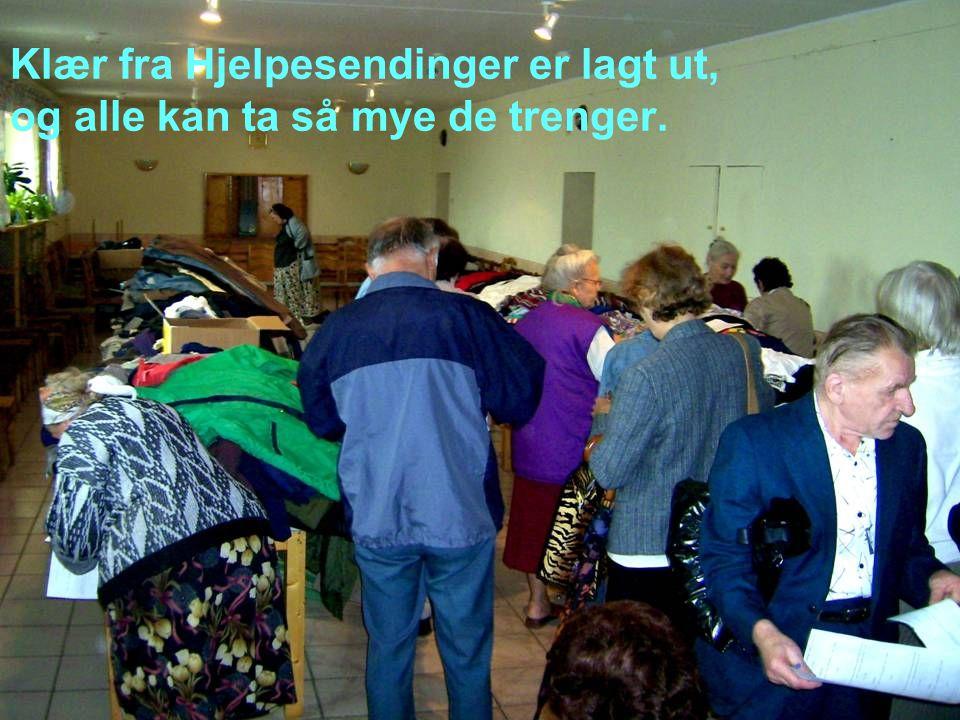Klær fra Hjelpesendinger er lagt ut, og alle kan ta så mye de trenger.
