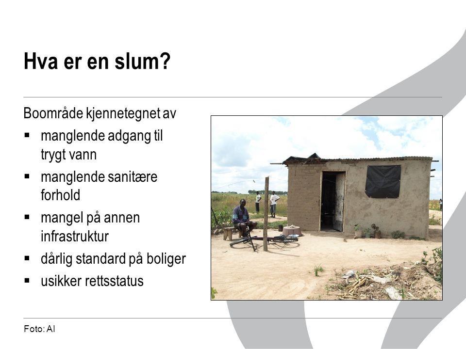 Hva er en slum? Boområde kjennetegnet av  manglende adgang til trygt vann  manglende sanitære forhold  mangel på annen infrastruktur  dårlig stand