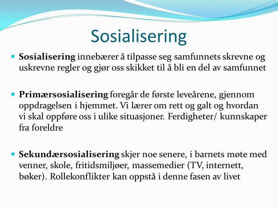 Sosialisering Sosialisering innebærer å tilpasse seg samfunnets skrevne og uskrevne regler og gjør oss skikket til å bli en del av samfunnet Primærsos