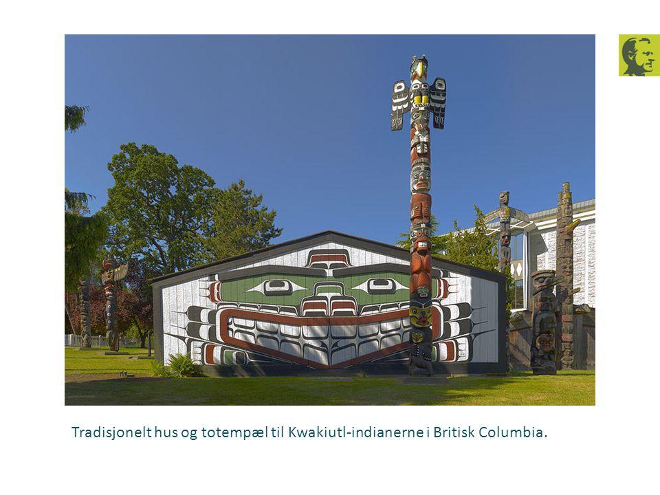 Tradisjonelt hus og totempæl til Kwakiutl-indianerne i Britisk Columbia.