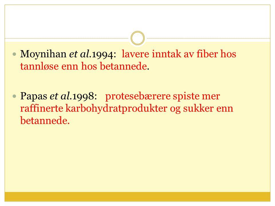 Moynihan et al.1994: lavere inntak av fiber hos tannløse enn hos betannede. Papas et al.1998: protesebærere spiste mer raffinerte karbohydratprodukter