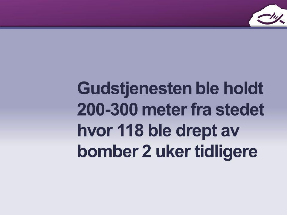Gudstjenesten ble holdt 200-300 meter fra stedet hvor 118 ble drept av bomber 2 uker tidligere