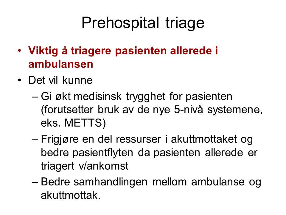 Prehospital triage Viktig å triagere pasienten allerede i ambulansen Det vil kunne –Gi økt medisinsk trygghet for pasienten (forutsetter bruk av de ny
