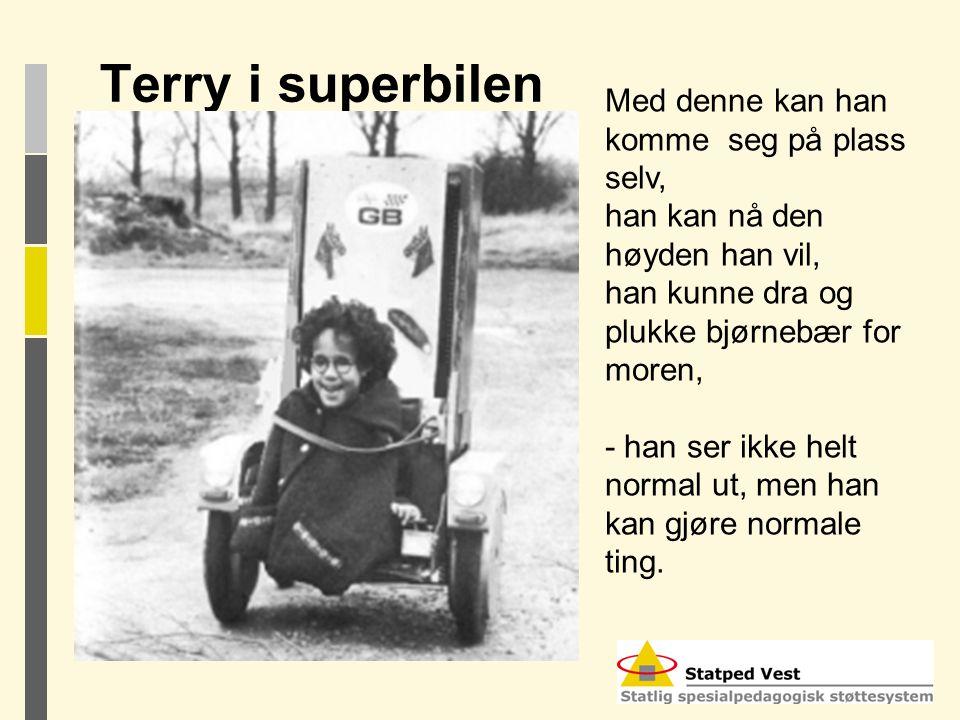 Terry i superbilen Med denne kan han komme seg på plass selv, han kan nå den høyden han vil, han kunne dra og plukke bjørnebær for moren, - han ser ik