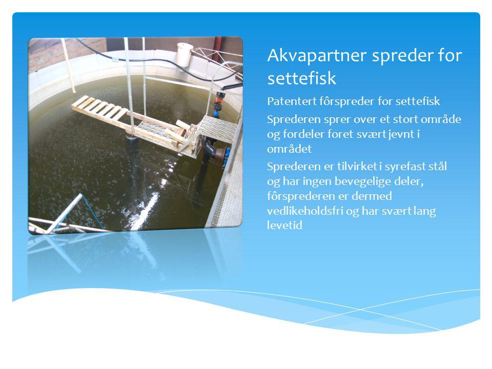 Akvapartner spreder for settefisk Patentert fôrspreder for settefisk Sprederen sprer over et stort område og fordeler foret svært jevnt i området Sprederen er tilvirket i syrefast stål og har ingen bevegelige deler, fôrsprederen er dermed vedlikeholdsfri og har svært lang levetid