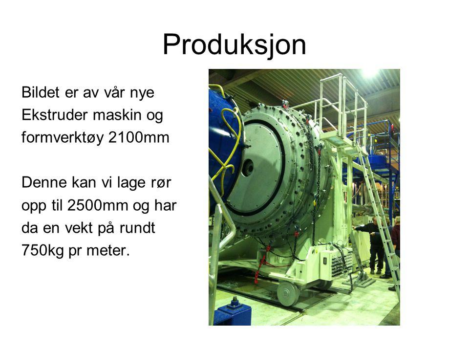 Produksjon Bildet er av vår nye Ekstruder maskin og formverktøy 2100mm Denne kan vi lage rør opp til 2500mm og har da en vekt på rundt 750kg pr meter.