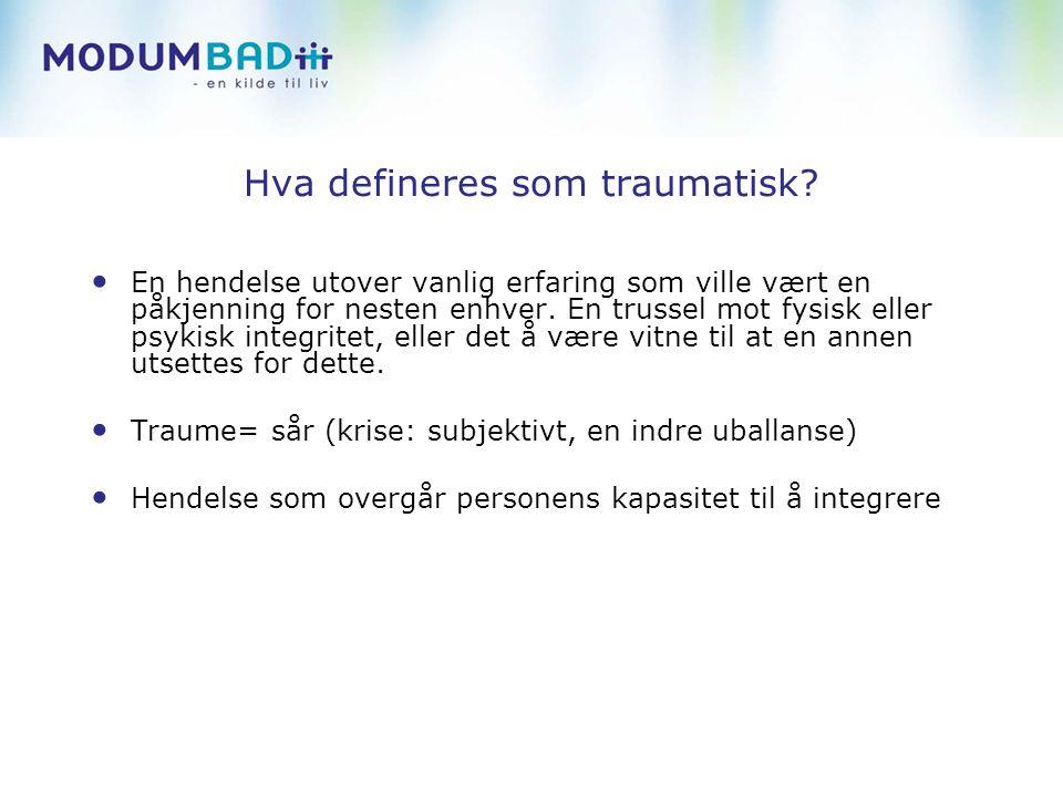 Typologi av traumatiske hendelser Tilfeldige traumerMenneskeskapte traumer Type 1 traumer - Enkelthendelse - Akutt livstrussel - uventet - Trafikk ulykke - Yrkesrelaterte traumer (politi, brannmann) - Industri ulykker - Kortvarige naturkatastrofer - Kriminalitet, fysisk vold - Seksuelle eller fysiske fornærmelser - Bevæpnet ran - husbråk Type 2 traumer - Gjentatt - Vedvarende - Uforutsigbar utvikling - Vedvarende naturkatastrofer (oversvømmelse) - Teknologiske katastrofer (giftutslipp) - Seksuelt/ fysisk misbruk av barn, alvorlig neglect - Emosjonell neglect - soldat, krig, tortur - Kidnapping, fengsling