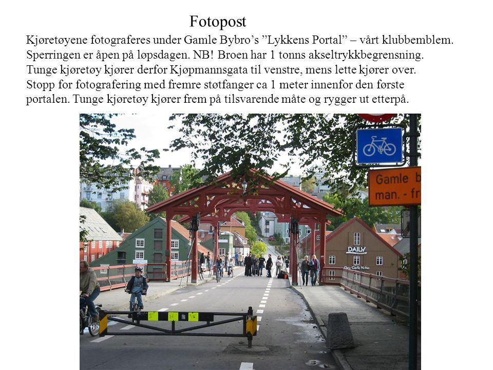 Fotopost Kjøretøyene fotograferes under Gamle Bybro's Lykkens Portal – vårt klubbemblem.