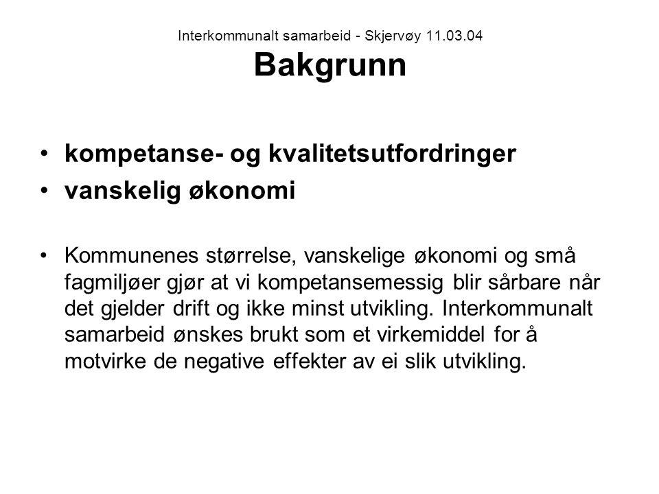 Interkommunalt samarbeid - Skjervøy 11.03.04 Bakgrunn kompetanse- og kvalitetsutfordringer vanskelig økonomi Kommunenes størrelse, vanskelige økonomi og små fagmiljøer gjør at vi kompetansemessig blir sårbare når det gjelder drift og ikke minst utvikling.