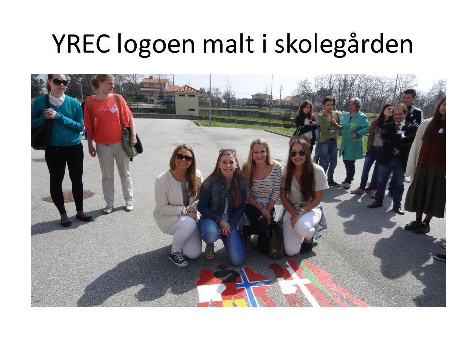 YREC logoen malt i skolegården