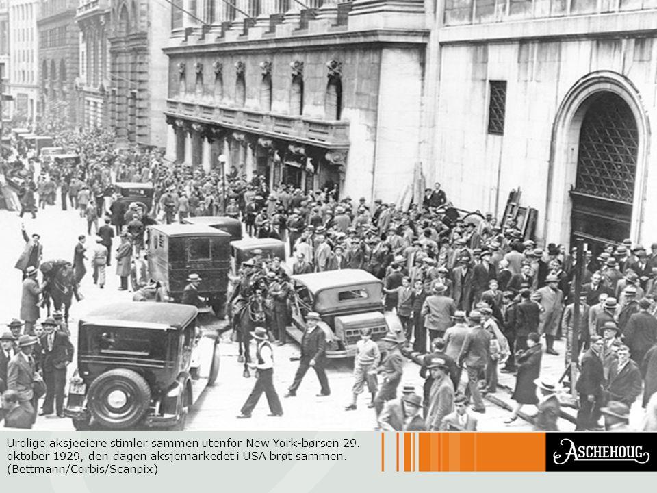 Urolige aksjeeiere stimler sammen utenfor New York-børsen 29. oktober 1929, den dagen aksjemarkedet i USA brøt sammen. (Bettmann/Corbis/Scanpix)