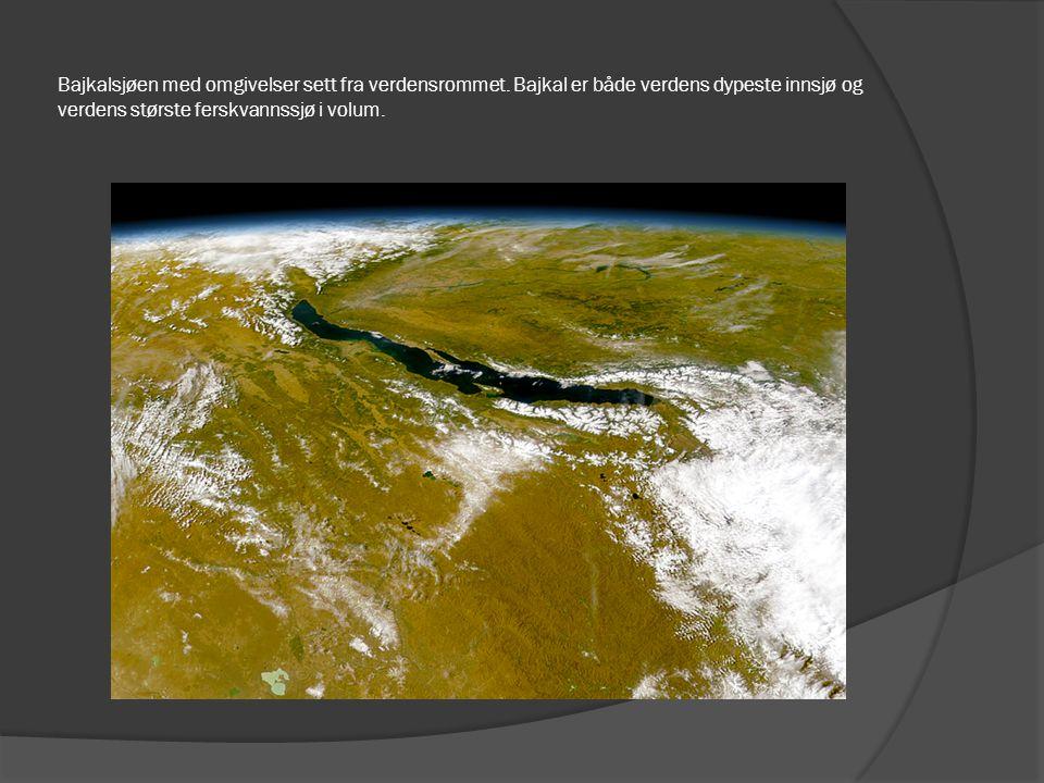 Bajkalsjøen med omgivelser sett fra verdensrommet. Bajkal er både verdens dypeste innsjø og verdens største ferskvannssjø i volum.