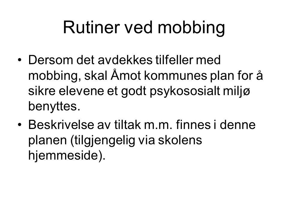 Rutiner ved mobbing Dersom det avdekkes tilfeller med mobbing, skal Åmot kommunes plan for å sikre elevene et godt psykososialt miljø benyttes. Beskri