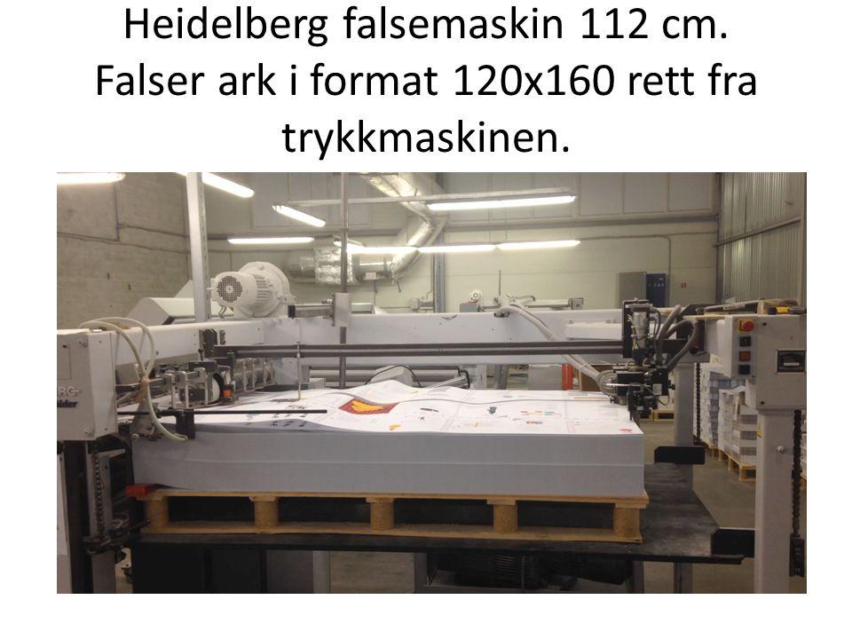 Heidelberg falsemaskin 112 cm. Falser ark i format 120x160 rett fra trykkmaskinen.