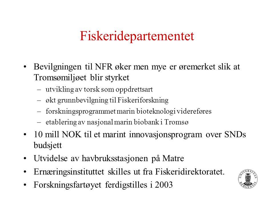 Fiskeridepartementet Bevilgningen til NFR øker men mye er øremerket slik at Tromsømiljøet blir styrket –utvikling av torsk som oppdrettsart –økt grunnbevilgning til Fiskeriforskning –forskningsprogrammet marin bioteknologi videreføres –etablering av nasjonal marin biobank i Tromsø 10 mill NOK til et marint innovasjonsprogram over SNDs budsjett Utvidelse av havbruksstasjonen på Matre Ernæringsinstituttet skilles ut fra Fiskeridirektoratet.