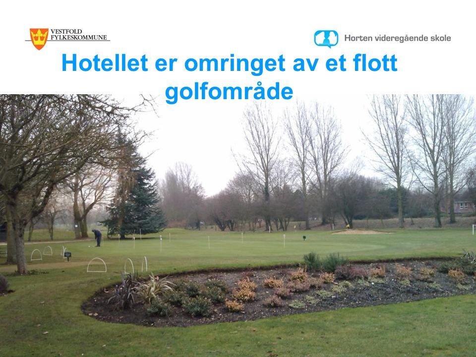 Hotellet er omringet av et flott golfområde