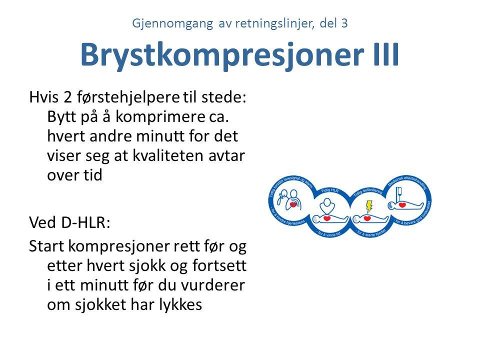 Gjennomgang av retningslinjer, del 3 Brystkompresjoner III Hvis 2 førstehjelpere til stede: Bytt på å komprimere ca. hvert andre minutt for det viser