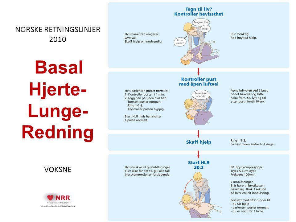 Gjennomgang av retningslinjer, del 6 Bruk av hjertestarter, DHLR HLR bør gis med minst mulig avbrudd i kompresjonene når defibrillatoren hentes, klargjøres og mens elektrodene klistres på brystkassen En elektrode festes under Kragebenet ved høyre skulder, den andre festes ca 10 cm under venstre armhule