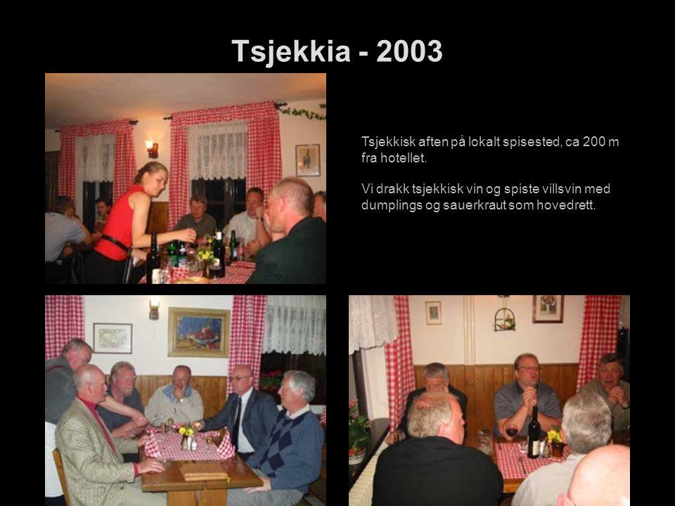 Tsjekkia - 2003 Tsjekkisk aften på lokalt spisested, ca 200 m fra hotellet.