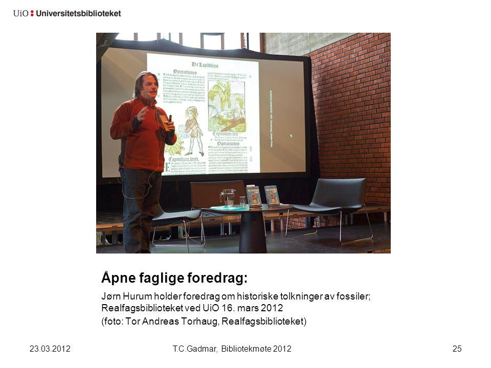 Åpne faglige foredrag: Jørn Hurum holder foredrag om historiske tolkninger av fossiler; Realfagsbiblioteket ved UiO 16. mars 2012 (foto: Tor Andreas T