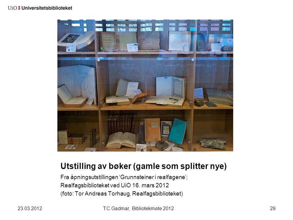 Utstilling av bøker (gamle som splitter nye) Fra åpningsutstillingen 'Grunnsteiner i realfagene'; Realfagsbiblioteket ved UiO 16. mars 2012 (foto: Tor